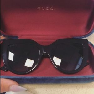 """AUTHENTIC GUCCI BLACK ON BLACK """"CAT-EYES"""" 18mm"""